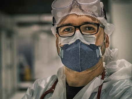 """Tem servido como terapia"", conta médico que fotografa pandemia de covid"