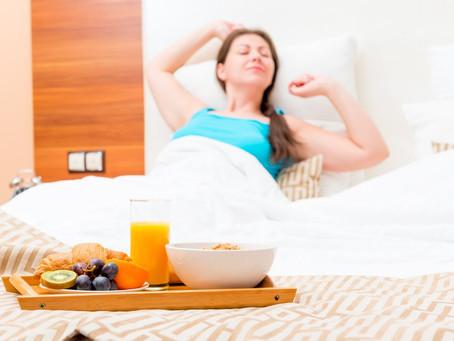 Boa alimentação ajuda a melhorar qualidade do sono. Entenda