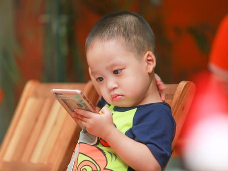 Qual a influência da tecnologia em crianças de 0 a 2 anos?