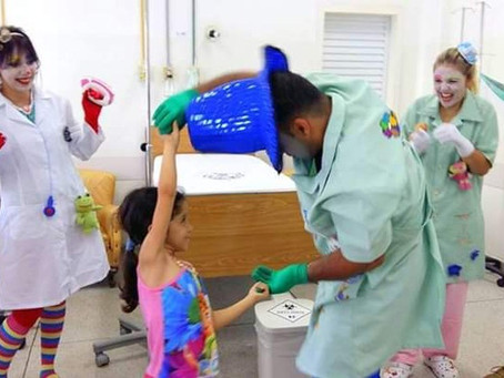 Doutores do Riso levam a folia do carnaval para os hospitais em SP