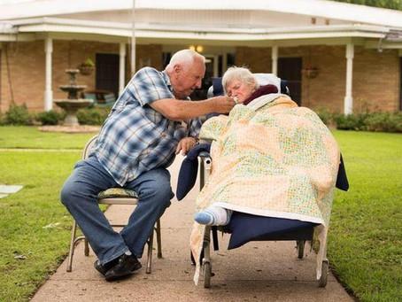Idosos que cuidam de idosos têm vulnerabilidade dupla