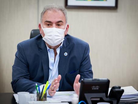 Médicos de conselho do Ministério da Saúde ameaçam renúncia caso Queiroga não recue