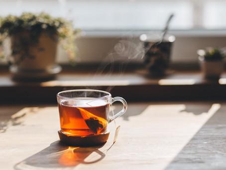 Quem bebe chá no mínimo 3 vezes por semana vive mais e melhor, diz estudo