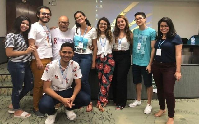 Dr. Almir Santana com os organizadores de cursinho popular de medicina da UFS — Foto: Arquivo pessoal