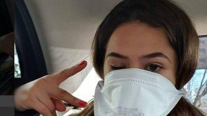"""Na Itália, Maisa Silva posa com máscara e fala sobre coronavírus: """"Não vou arriscar"""""""