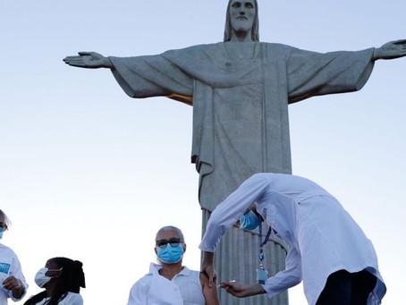 Rio inicia vacinação contra covid-19 aos pés do Cristo Redentor