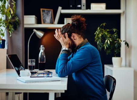 Dor, fadiga, enxaqueca: sintomas físicos no home office refletem pouca saúde mental