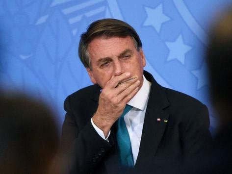 """Bolsonaro: """"Se o Congresso derrubar veto do absorvente, vou tirar dinheiro da saúde e educação"""""""