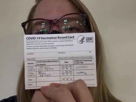 Professora brasileira recebe segunda dose da vacina contra Covid-19 nos Estados Unidos: 'Protegida'