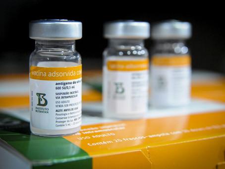 Terceira dose é indicada para vacinados com CoronaVac a partir de 55 anos, diz estudo brasileiro