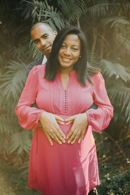 outdoors maternity photography session in waltham forest photographer