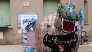 La Baragogne défile à Castelnau de Guers