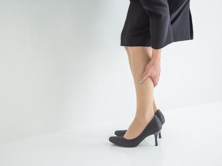 なぜ、女性は脚がむくむの?