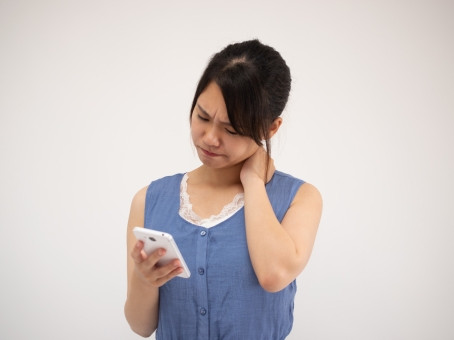 スマホ首と美容影響