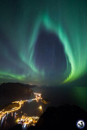 Nordlicht-Tor in Jenseits über Reinefjord