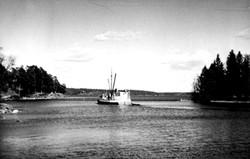 Ölbåten på väg ut på Baggen 1943