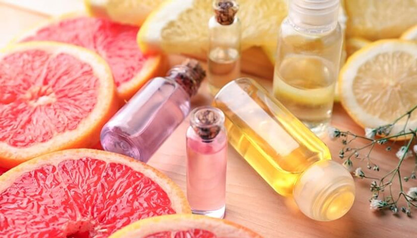 bottles-of-essential-oils-for-detoxing-h