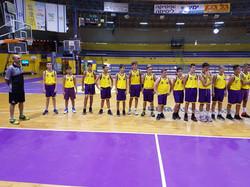 הקבוצה בצהוב