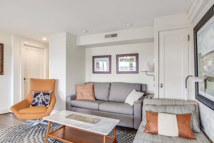 Living Area Sofa & Chaise