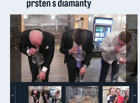 Vinařský ples v Mikulově: Tahání vína koštýřem, originální degustační show, prsten s diamanty
