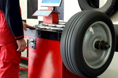 Quais os sinais que seus pneus precisam de balanceamento ?