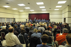 Big Turnout at Lakeside Park for Primary Congressional Debate