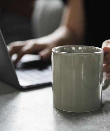Ro Valenti Terapeuta online experiente e certificada.