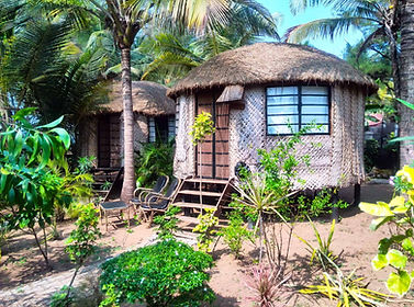 eco-beach-huts-at-cassoi-on-galgibaga-be