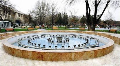 Fontana Parcul Eroilor Bucarest.jpg
