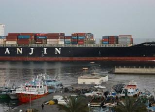 La flota naviera con 540.000 contenedores que ningún puerto del mundo quiere recibir