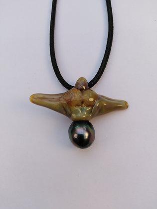 "Pendentif ""Ange""en verre de couleur sur perle de Tahiti"