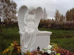 ангел на тумбе