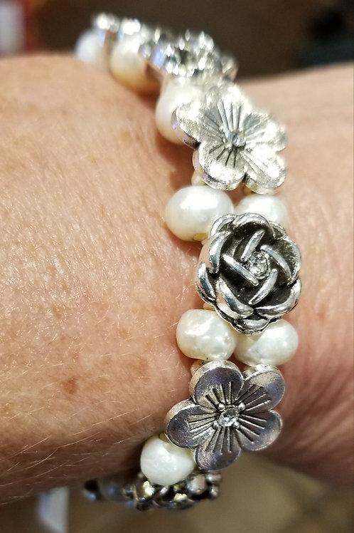 Fresh water pearl and flowers  stretch bracelet