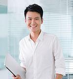 若いビジネスマンに笑顔