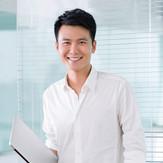 Sorridente giovane imprenditore