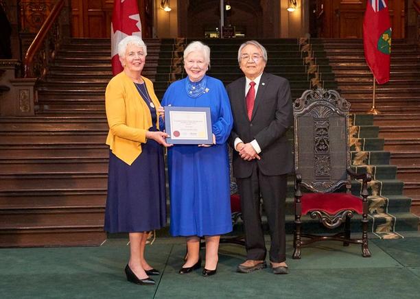 Elsa-Ann Pickard receives LG Ontario Awa