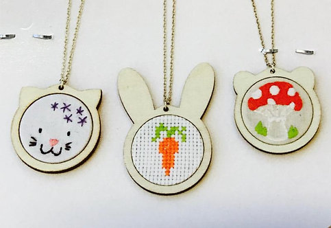 DMC U2055 Mini Animal Embroidery Hoop Necklace - Rabbit