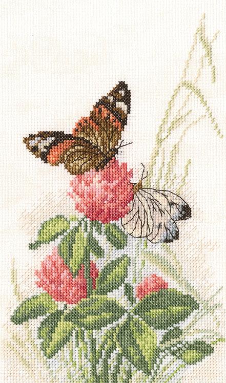 "RTO M521 Cross-stitch kit ""Butterflies on clover"""