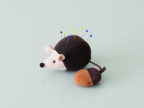 Clover CL/23-052 Needle Polishing Pin Cushion Hedgehog