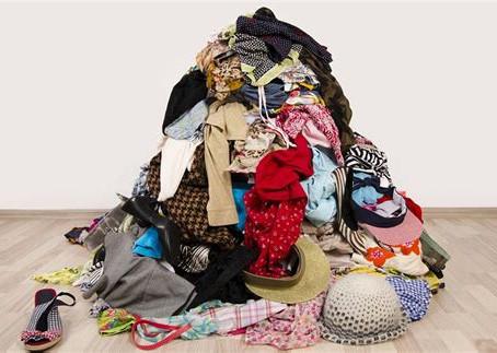 Récupération des vêtements, chaussures, accessoires et linge de maison chez Manolya. Pourquoi pas !