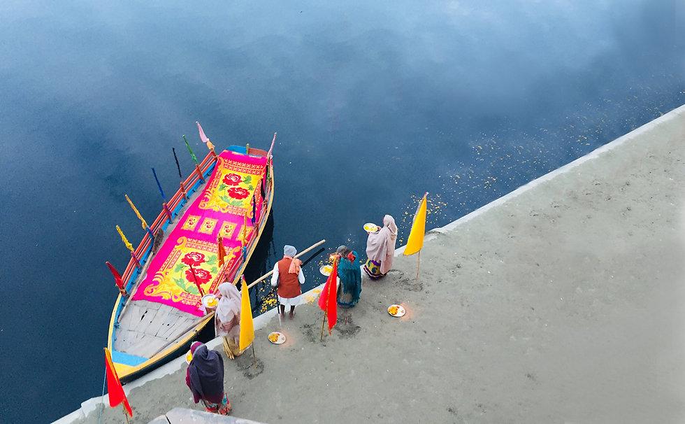 boat in yemuna.jpg
