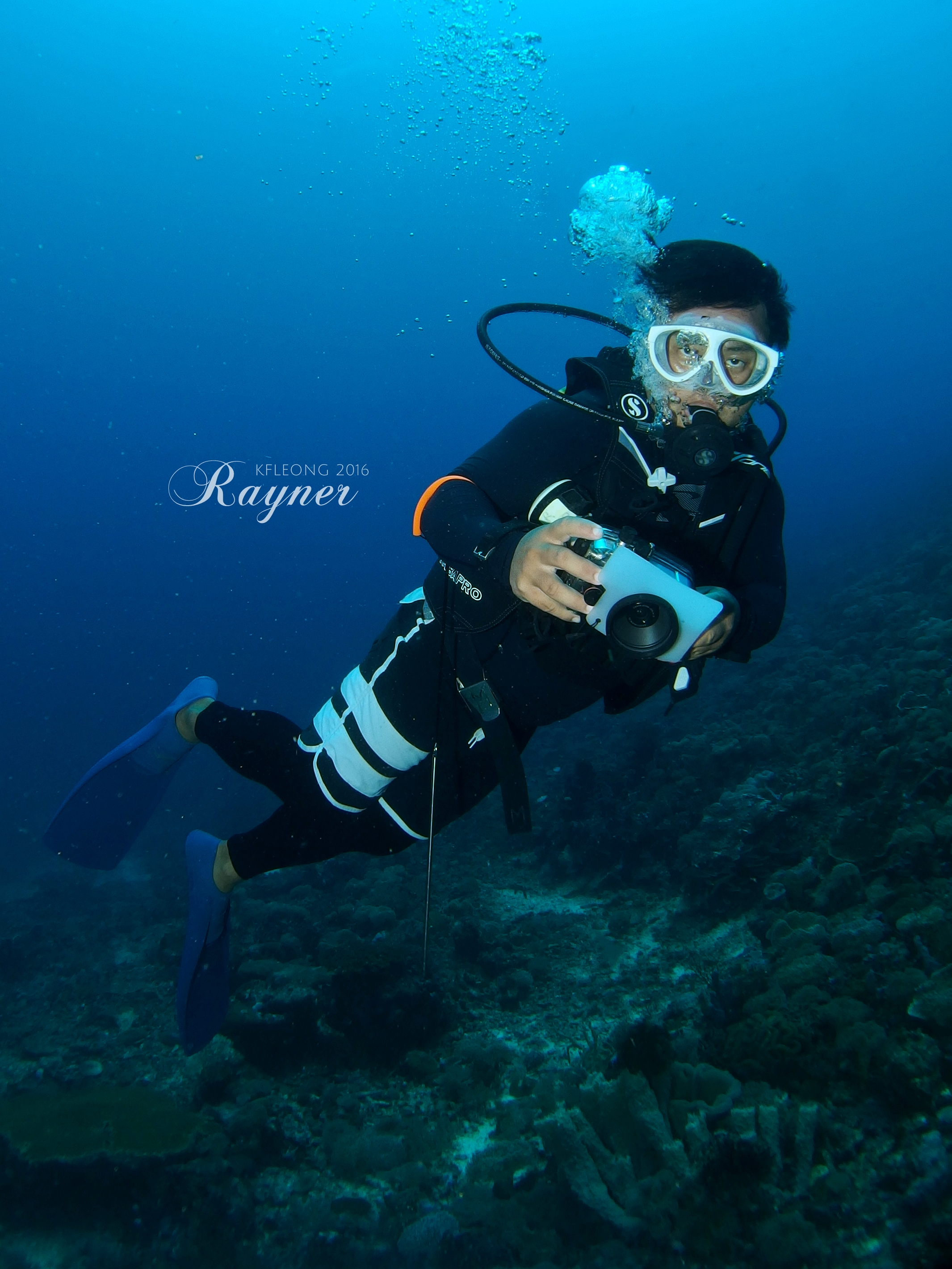 Instructor doing fun dive