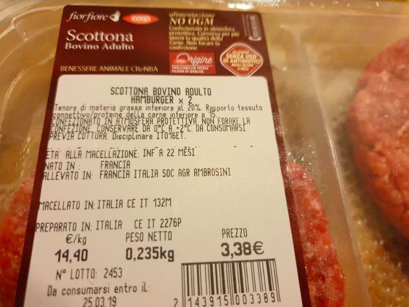 Leggere l'etichetta della carne che acquistiamo al supermercato
