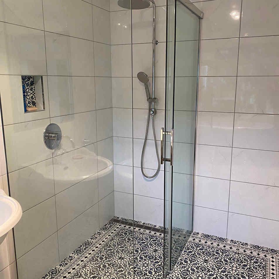 CoastBuildNZ_MoanaRoadRenovation_Shower.
