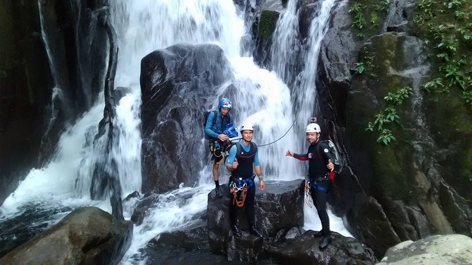canioning paraty adventure tours passeios aventura rapel rafting cachoeira cascading abseiling rope