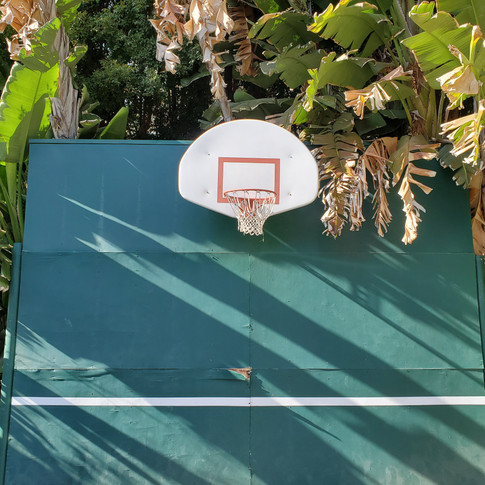 shoot hoop at the brentwood location