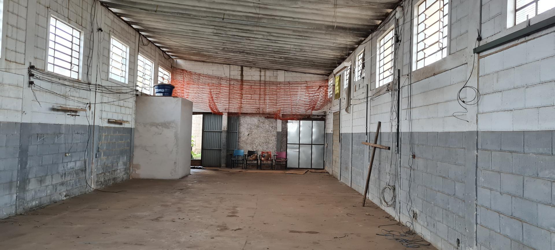 3. Barracão-fios.jpg