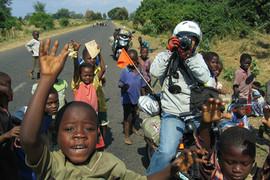電動バイク世界一周レソトの子供たち