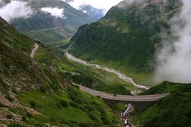 電動バイク世界一周スイスのアルプス山脈越え