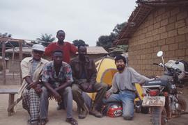 原付バイク世界一周ナイジェリア人と